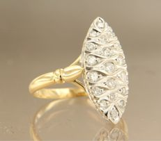 18 kt bi-olour gold marquise ring set with brilliant cut diamonds, ring size 17.5 (55)