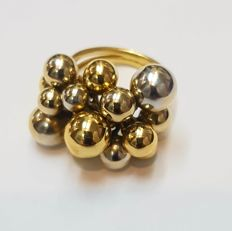 18 kt Gold cocktail ring with beads design Size: 12