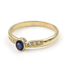 18 kt gold – Ring – Brilliant cut diamonds and sapphire – Ring size: 25 (Spain)