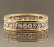 18 kt bicolour gold ring set with 28 brilliant cut diamonds, approx. 0.75 ct in total