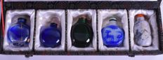 Set of total Five snuff bottles - China - late 20th century