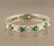 14 kt white gold full eternity ring set with brilliant cut tsavorite and diamond, approx. 0.67 carat in total – ring size 17.5 (55)