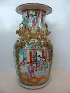 Porcelain Canton famille rose vase – China – 19th century