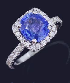 Diamond ring with exclusive sapphire of 2.15 ct & 38 diamonds, 0.50 ct in total