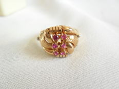 Rose gold ring with sapphires, 18 kt