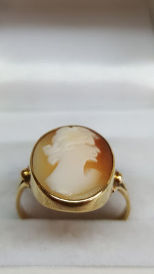 14 kt yellow gold women's ring set with cameo
