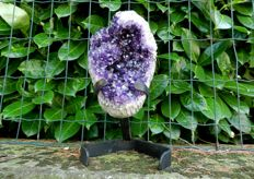 Deep purple Amethyst with support - 190 x 135 x 115 mm - 2910 g