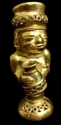 Amazing Tumbaga Gold artifact , Colombian Tairona Culture  - 101 x 44 x 48  mm ,  71,89 grams ,   An indian native priest with a funerary urn