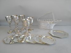 Lot including 6 goblets, one bottle holder, 6 coasters and one small plate, all silver plated.