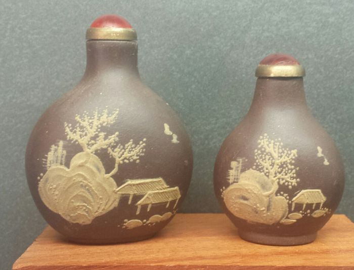 2 x Chinese Zi Shu snuff bottle - China - 21st century