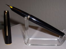 Vintage Montblanc Classic fountain pen C / F with nib size B