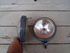 Two BOSCH SPOTLIGHTS with a diameter of 140 mm from the 1970s and 1980s.