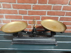 Antique cast iron Force scales, up to ten kg. With old hexagonal weights