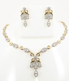 IGI Certified Set of gold necklace and chandelier earrings with diamonds