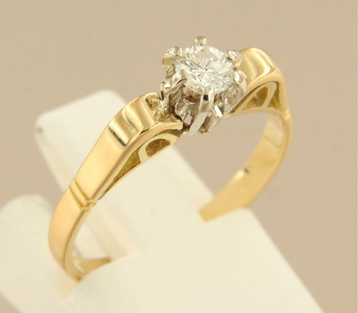 18 kt bicolour gold solitaire ring set with 0.22 ct brilliant cut diamond, ring size 17 (53)