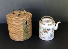 Teapot with it's original travel case in straw – China – early 20th century (republic era)