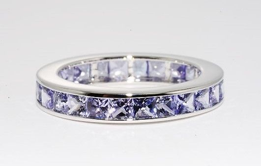 14 kt white gold band ring / eternity ring with tanzanites – ring size 55 -