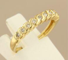 18 kt yellow gold row ring set with brilliant cut diamonds - ring size 16.5 (52)