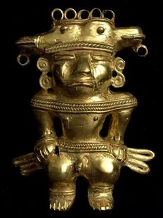 Extraordinary Tumbaga Gold artifact , Colombian Quimbaya Culture  - 89 x 88 x 26  mm ,  67,71 grams ,   A majestic Quimbaya King , standing