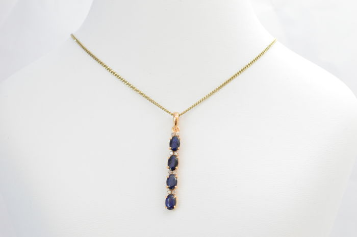 Yellow gold pendant with diamonds and sapphires 2.00 carat in total - length: 4.0 cm
