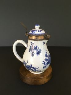 Porcelain coffee maker with white/blue decoration and silver frame - China - 18th century