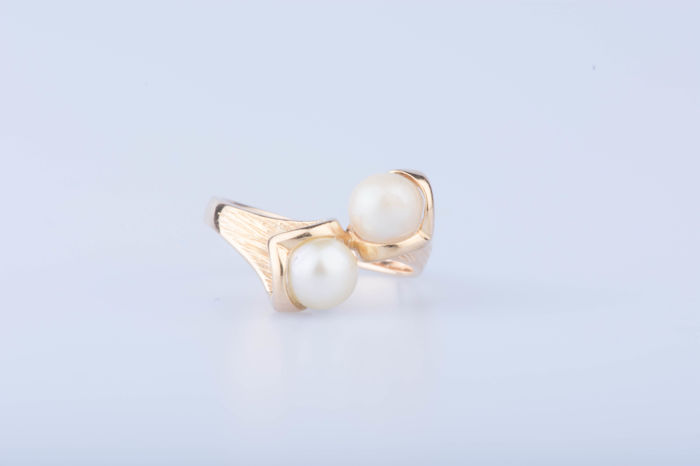 Yellow gold ring – 18 kt and 2 cultured pearls – size 50
