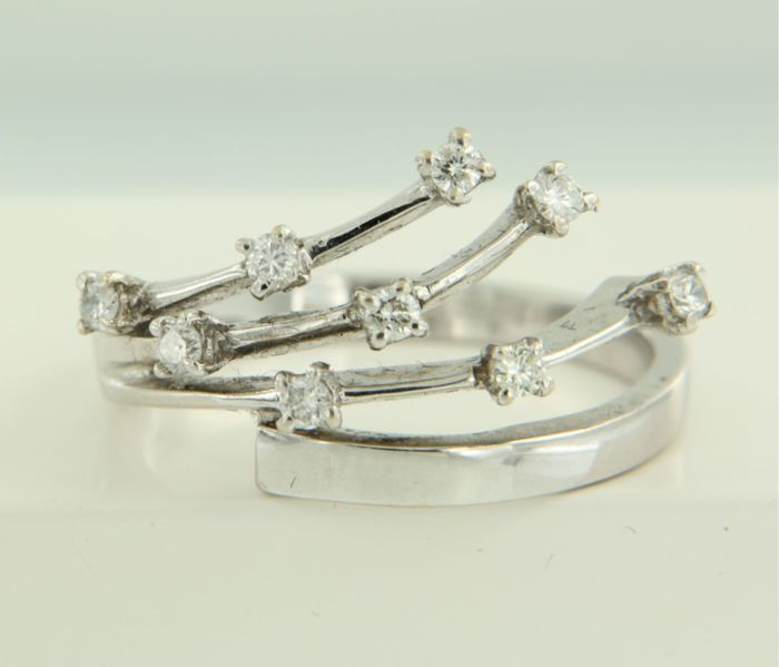 18 kt white gold ring set with brilliant cut diamonds, ring size: 18 (56)