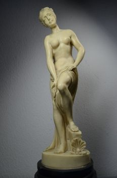 Bathing Roman woman - Italy - first half 20th century
