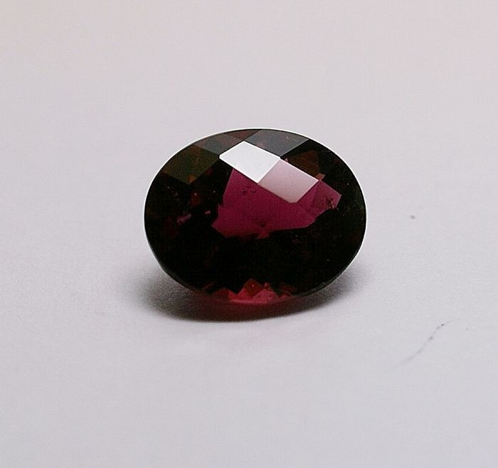 Tourmaline, purple-red – 4.07 ct