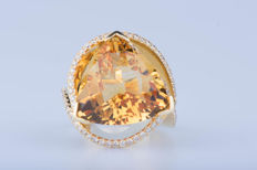 Ring in 18 kt yellow gold with 1 citrine and 71 diamonds of approx. 1.42 ct in total