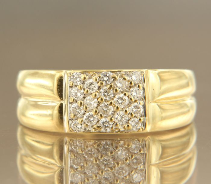 18 kt yellow gold ring set with 18 brilliant cut diamonds, approx. 036 carat in total, ring size 16.25 (51)