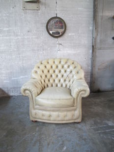 White leather Chesterfield style armchair, England, second half of 20th century