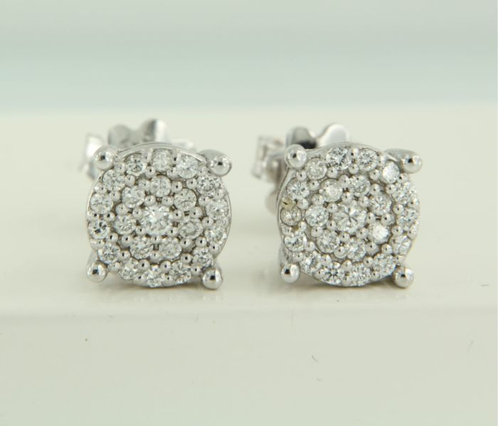 14 kt white gold ear studs set with brilliant cut diamonds, width 7.6 mm.
