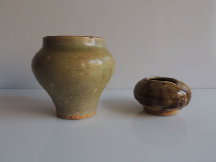 Lot of 2 vases in porcellaneous sandstone, covered in celadon in brown - China - Ming dynasty (1368-1644)