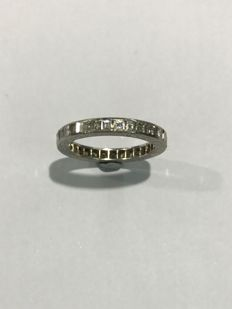 Eternity ring in white gold with diamonds – Diameter: 12 mm