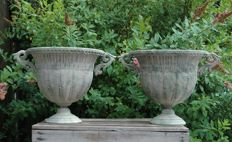 2 Ornate Garden vases in zinc - Middle 20th century