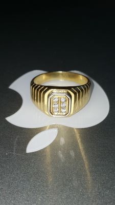 18 kt Yellow gold men's ring set with diamonds 0.12 ct –size 20