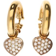 18 kt Yellow gold earrings with a heart-shaped pendant, each heart is set with 18 brilliant cut diamonds, a total of 36 pieces of approx. 0.03 ct each - Length: 3.2 cm.