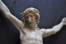 Christ made of ivory from Dieppe - signed - France - 18th / 19th century
