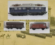 Trix International H0 - Electric locomotive Series E10 DB and two goods wagons