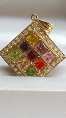 18 kt yellow gold pendant set with various synthetic gemstones 26 mm.
