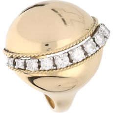 18 kt - Yellow gold ring set with 9 brilliant cut diamonds of 0.58 ct in total - Ring size: 17.75 mm
