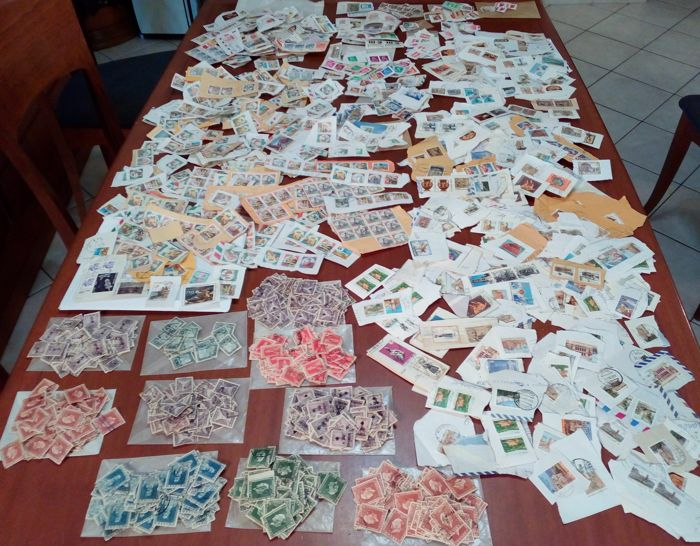 World 1930/2000 - 486 grammes with about 3000 loose stamps