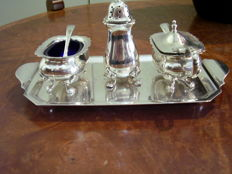 Beautiful and complete condiments set in English silver plated metal