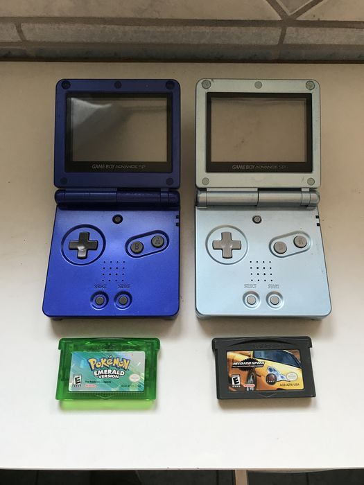 2x game boy advance sp and 2 games like pokemon emerald and need