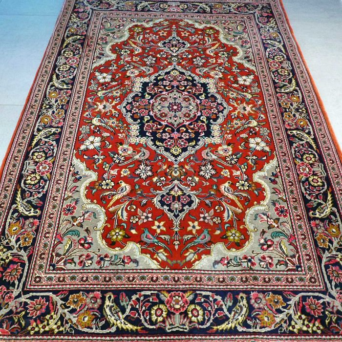 Fantastic Qom Persian carpet – 164 x 110 – very good condition – with certificate