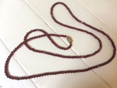 Garnet necklace with a 14 kt gold clasp.