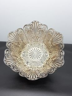 Silver richly decorated filigree dish, Indonesia, 1st half 20th century