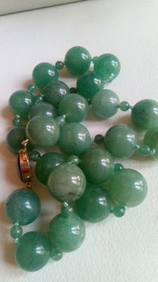 Large necklace in emerald green jadeite, approx. 150 g