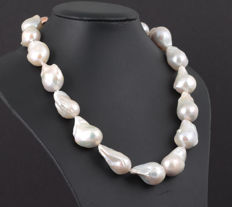 Large Baroque Freshwater Pearlnecklace 16x18mm with Silver Baroque shaped Clasp and Ordinex Certificate, L 46 cm